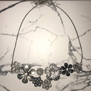 Sliver flower necklace